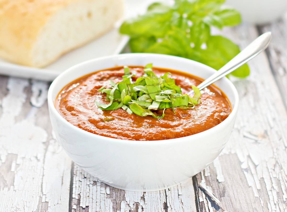 Fresh-Tomato-Soup-With-Basil1-2