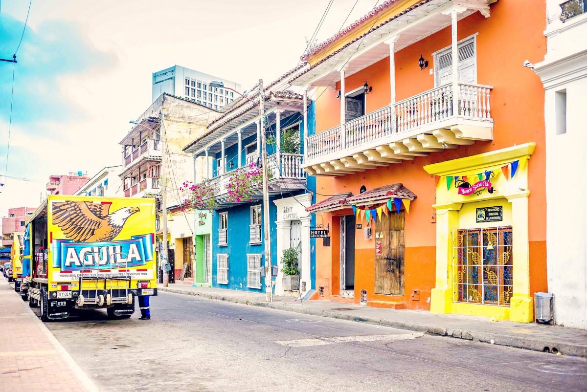 cartagena-columbia-street-scene-colombia_l-2