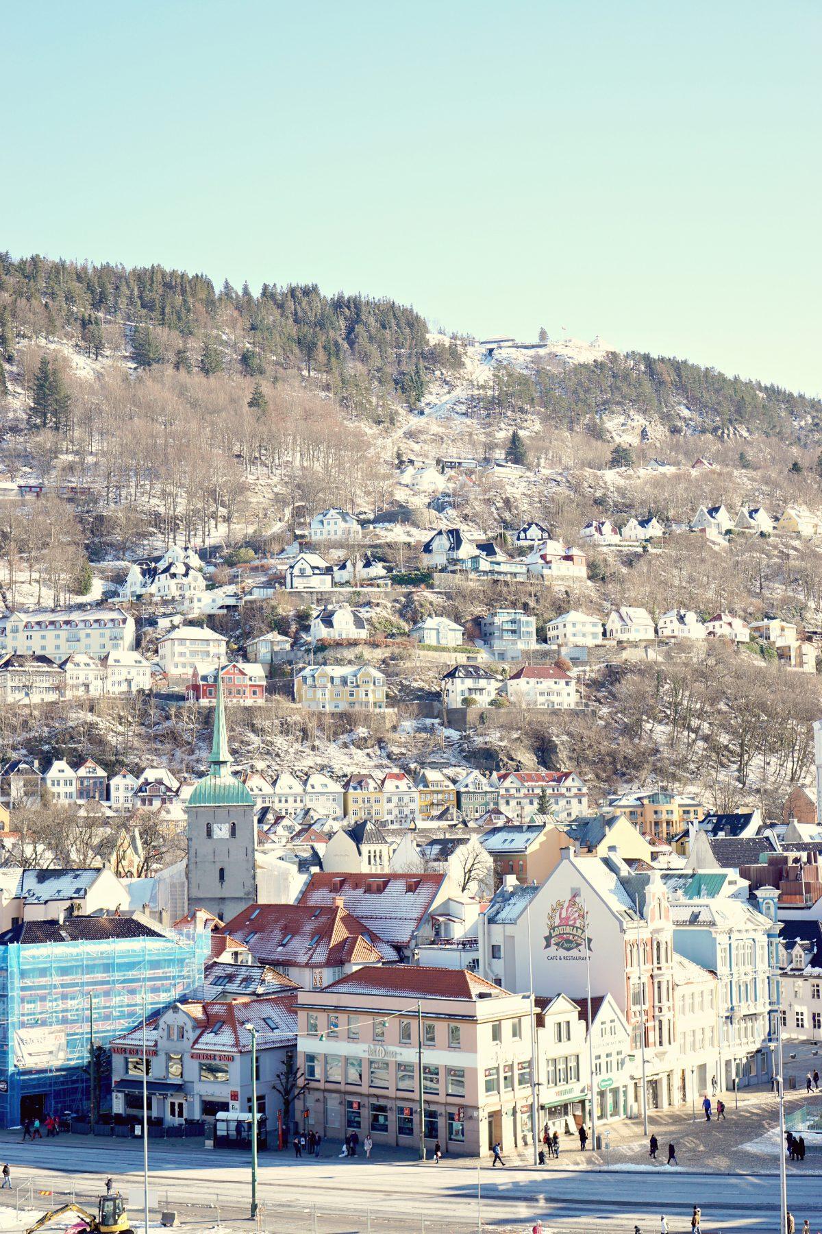 Hvorfor har bergen i norge ekstremt meget nedbør